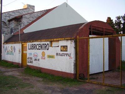 Antigua construcción demolida en 2012, en la esquina de Av. Del Castillo y Los Jacarandáes